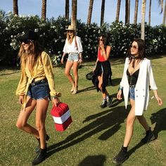 The best looks at the best music festival. Coachella is fashion. Music Festival Outfits, Music Festival Fashion, Coachella Festival, Festival Wear, Coachella Style, Chloe, Festival Looks, Festival Style, Bandana Styles