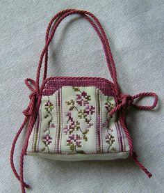 pochette de brodeuse Cross Stitching, Cross Stitch Embroidery, Hand Embroidery, Cross Stitch Charts, Cross Stitch Patterns, Cross Stitch Magazines, Needle Book, Free Pattern, Sewing