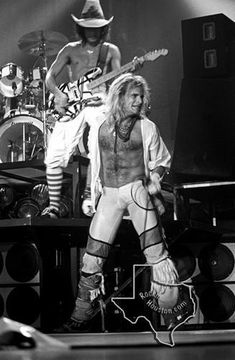 Killer Photos of Van Halen in Texas—Sept 1981 Hair Metal Bands, 80s Hair Bands, Alex Van Halen, Eddie Van Halen, Classic Rock And Roll, Rock N Roll, Van Halen Fair Warning, Hard Rock, Heavy Metal