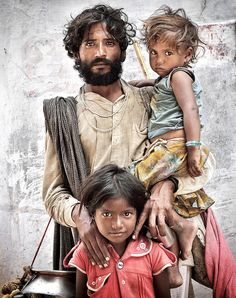 Portrait of a Father with his Children. Pushkar, Rajasthan. India © Mario Marino