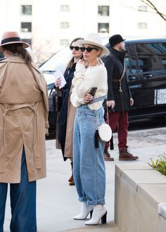 Celebrating The Irreverence Of London Street Style The Best Street Style At London Fashion Week Street Style London, Looks Street Style, Street Style Trends, Paris Street, Fall Street Styles, Street Style 2018, London Look, Mode Outfits, Fashion Outfits