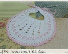 Crochet Shell el babero del bebé bebé ducha por OldVintageBike