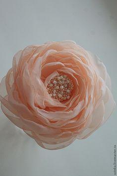 """Купить Цветок-брошь из ткани """"Персиковая вуаль"""" - кремовый, персиковый, персик, персиковая роза"""