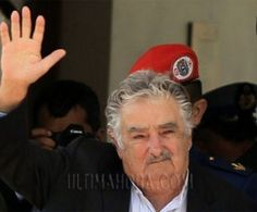 """""""No soy pobre, soy sobrio, liviano de equipaje, vivir con lo justo para que las cosas no me roben la libertad"""".Pepe Mujica en diez frases"""