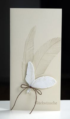 Can use the PAPERTREY or the WALTZING MOUSE feather stamp sets.    Blütenstempel hero arts feather stamp
