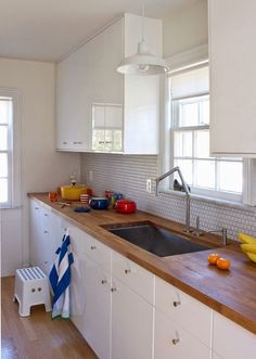 Low-house-tour-kitchen-cup-of-jo-4.jpg 728×1024 pikseli