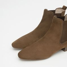 FLAT LEATHER ANKLE BOOTS // Zara