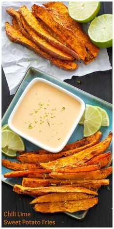 Chili Lime Sweet Potato Fries with Honey Chipotle Dipping Sauce Healthier baked spicy sweet potato fries with a sweet and spicy dipping sauce! Side Dish Recipes, Vegetable Recipes, Vegetarian Recipes, Cooking Recipes, Healthy Recipes, Low Calorie Recipes, Sauce Recipes, Spicy Sweet Potato Fries, Sweet And Spicy