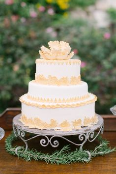 A delicious wedding cake is the perfect magic to sweeten your big day! Check out these 34 trendy wedding cakes featuring lovely flowers and elegant patterns, which will surely give you some fresh inspiration! French Wedding Cakes, Fall Wedding Cakes, Beautiful Wedding Cakes, Beautiful Cakes, Pretty Cakes, Cute Cakes, Peach Cake, 100 Layer Cake, Cake Videos