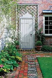 New Door .In the garden of the hunting lodge on the Dogmersfield Park Estate near Odiham in Hampshire belonging to English designer Nicky Haslam. Hampshire, Nicky Haslam, Portal, Grades, Garden Cottage, Cottage Farmhouse, Traditional Landscape, Garden Gates, Garden Arbor