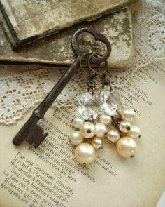 clau amb perles