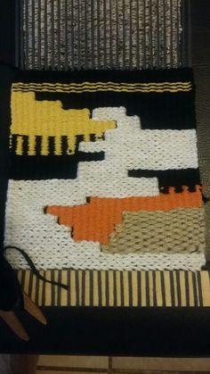 Estudo de formas geométricas e materiais para mini têxtil. 2015