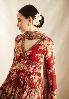 Party Wear Indian Dresses, Designer Party Wear Dresses, Indian Bridal Outfits, Dress Indian Style, Designer Anarkali Dresses, Fancy Dress Design, Stylish Dress Designs, Designs For Dresses, Stylish Dresses
