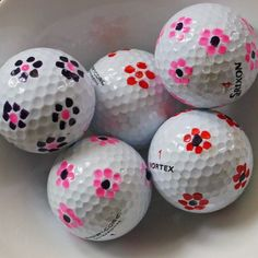 Kuunsäteessä: flowers on golfballs- decorated with nail polish