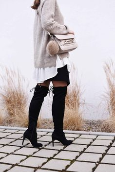 WWW.FASHIIONCARPET.COM  fashiioncarpet-nina-schwichtenberg-fashionblogger-germanfashionblogger-over-the-knee-boots-overknees-proenza-schouler-ps-11-beige-fake-fur-faux-fur-gloves-scarf-layering-streetstyle-trend