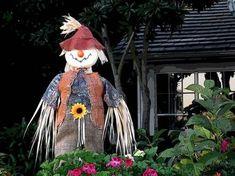 20 Inexpensive Halloween Costume Ideas Inexpensive Halloween Costumes, Cute Halloween Costumes, Cool Costumes, Halloween Crafts, Costume Ideas, Diy Scarecrow Costume, Scarecrow Ideas, Last Minute Costumes, Book Characters