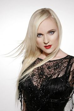 -LIV KRISTINE -  ex vocalista de Theatre of Tragedy y la cantante actual de la banda de metal sinfónico Leaves' Eyes