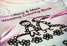 Leuk als herinnering: laat een kleurboek maken met platen over jullie leven, hobby's, familie en tradities. Alle kinderen een setje kleurtjes erbij en uren kleurplezier is gegarandeerd.