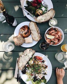 """Solsken on Instagram: """"S ☀️ L S K E N i massor @rosendalstradgard 📷: @hanaasbrink #fika #lunch #restaurang #trädgård #butik #stockholm #solsken #lemonad…"""""""