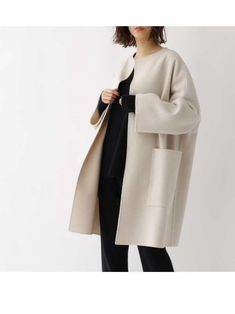 Cute Winter Outfits, Cool Outfits, Fashion Shoot, Fashion Outfits, Poncho Design, Types Of Coats, Minimal Wardrobe, Fashion Forever, Fashion Sewing