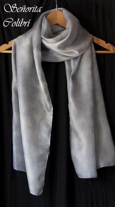 Fular de seda gris Tintes naturales Dyes, Crafty, Fashion, Natural Dyeing, Silk, Hand Made, Manualidades, Moda, Fashion Styles