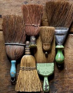 Vintage Antique Wisconsin Home Tour - Decorating a Farmhouse - Country Living : Collection of Vintage Hand Brooms - Collections, antiques, and Early American furniture characterize Jamey Berger's farmhouse in Burlington, Wisconsin. Wabi Sabi, Vintage Antiques, Vintage Items, Brooms And Brushes, Early American Furniture, Whisk Broom, Scandinavia Design, Primitive Homes, Country Primitive