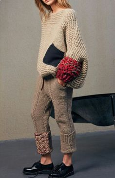 Knitting Patterns Sweaters chunky beige color sweater with oversize black pocket and red sleeve detail, extremely chunky knitte… Chunky Knitting Patterns, Knitting Designs, Hand Knitting, Knitting Sweaters, Knitting Projects, Vogue Knitting, Knitting Tutorials, Stitch Patterns, Trousers