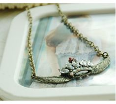 Accessories : winged crown necklace