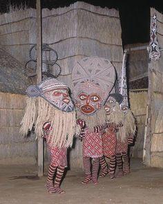 Arte Tribal, Tribal Art, Afrique Art, Costumes Around The World, Art Premier, Victoria Falls, Masks Art, Arte Popular, African Masks