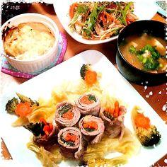 豚の薄切り肉をずらし重ね中に野菜を入れて巻き巻き。キャベツを敷いてレンジでチン!ポン酢でさっぱりいただきました(^^) - 50件のもぐもぐ - 豚肉の野菜ロール★春雨とササミの中華サラダ★ by teru22
