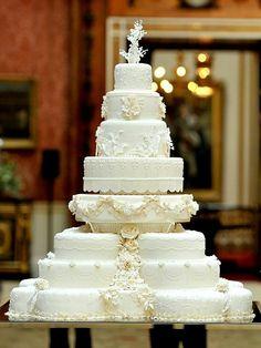 Hochzeitstorte weiße Farbe reichlich dekoriert Überzug