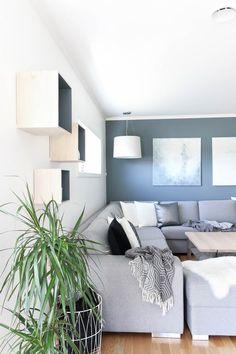 Opter pour un mur de couleur en déco Furniture, Blue Living Room, Cushions On Sofa, Home Decor, Yellow Accent Chairs, St Pauls Blue, Small Room Bedroom, Blue Bedroom, Modern Kitchen Design