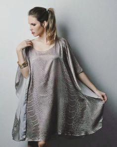 O clima de nossa cidade pede vestidos que aguentem o friozinho do começo do dia e o calor do fim da tarde. Combine vestidos com casacos e botinhas para se adequar bem aos dias. Pode usar até com meia calça. A Malu Modas pensa em todos os detalhes do seu look! http://ift.tt/29Ss7Qh #moda #campinas #grife #modabrasileira