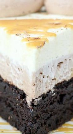 This decadent Caramel Hot Chocolate Mousse Brownies Cake is three layers of dessert bliss. A chocolate lover's dream dessert! Brownie Recipes, Chocolate Recipes, Cake Recipes, Dessert Recipes, Hot Chocolate Cake Recipe, Dessert Chocolate, Dog Recipes, Chocolate Frosting, Köstliche Desserts