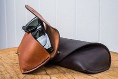 Leather Sunglasses Case by chocolate brownie Ray Ban Sunglasses Sale, Sunglasses Case, Sunglasses Women, Leather Purses, Leather Handbags, Leather Glasses Case, Leather Projects, Leather Craft, Handmade Leather