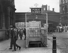 The entrance to Blackfriars Underground station, 1924