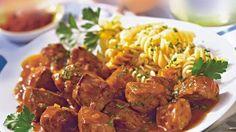 Eine überschaubare Liste an Zutaten sorgt für eine Geschmacksexplosion: Jede einzelne Zutat kommt maximal zur Geltung und umschmeichelt das Rindergulasch.