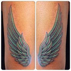 Resultado de imagen de alas tattoo vertical