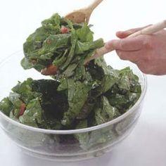 Salata verde cu oua     Ingrediente:  Salata verde2 oua fierte tario lingura otet2 linguri uleisare si pipermarar proaspat Guacamole, Salad Recipes, Spinach, Main Dishes, Meals, Vegetables, Healthy, Ethnic Recipes, Green