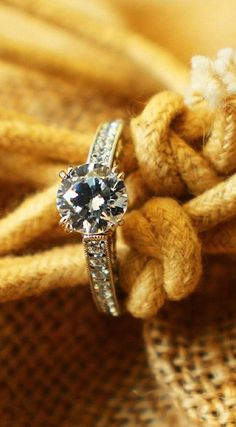 The Perfect Ring to Tie the Knot With  ♥ looks like mine!!