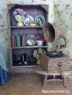 OLD MUSIC BOX ----Dream house.  Accessories and furniture with their hands
