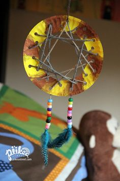 Kids can craft their own dreamcatcher! An Original kids craft Summer Camp Crafts, Camping Crafts, Crafts To Do, Crafts For Kids, Arts And Crafts, Paper Plate Crafts, Classroom Crafts, Crafty Kids, Thanksgiving Crafts