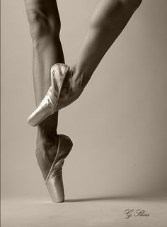 beautiful ballet legs....pointe shoes