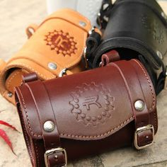 Arts And Crafts Ideas For Halloween Leather Bicycle, Bicycle Bag, Motorcycle Leather, Leather Carving, Leather Tooling, Leather Wallet, Leather Bags, Leather Projects, Leather Crafts