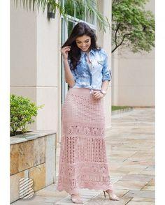 Saia longa + Camisa Jeans = combinação perfeita <3 Consulte a disponibilidade desta peça pelo Whatsapp (19) 9-7164-8803 / 9-9777-2915 ou contato@benes.com.br de seg. à sex. das 9 às 18h. Confira nosso site: www.benes.com.br! Ofertas imperdíveis no Instagram @benesoutlet! #tricot #tshirt #vestidotricot #longotricot #saidapraia #saidatricot #verão2017 #fashion #looks #atacado #malharia #serranegra #benes #benesmalhas #trend