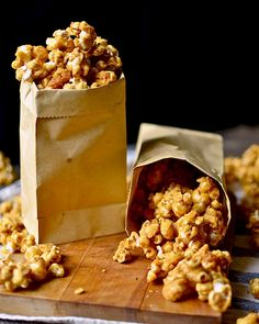 Yammie's Noshery: Sarah's Super Crunchy Caramel Corn