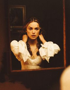Keira Knightley as Elizabeth Swann in Pirates of the Caribbean: The Curse of the Black Pearl, 2003 Keira Knightley Pirates, Keira Christina Knightley, Captain Jack Sparrow, Film Pirates, Pirate Life, Pirates Of The Caribbean, Johnny Depp, Character Inspiration, Hair Inspiration