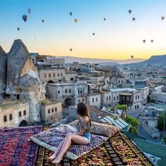 Cappadocia balloon festival, a must see at least once in your life! Travel Pictures, Travel Photos, Japan Destinations, Concrete Building, Beach Trip, Beach Travel, Heaven On Earth, Beautiful Beaches, Travel Usa