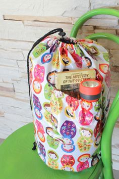 Drawstring Sleeping Bag Case - tutorial to make a special bag for your sleeping bag with a pocket from laminated cotton - TheCraftyMummy for SewMamaSew Easy Sewing Projects, Sewing Hacks, Sewing Tutorials, Sewing Crafts, Sewing Patterns, Kids Sleeping Bags, Sew Mama Sew, Laminated Fabric, Sewing For Kids