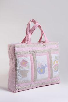 Mala de Maternidade feita com tecido 100% algodão. <br>Forro de tecido combinando. <br>Fazemos personalizado de várias estampas e tecidos. <br>Consulte-nos.